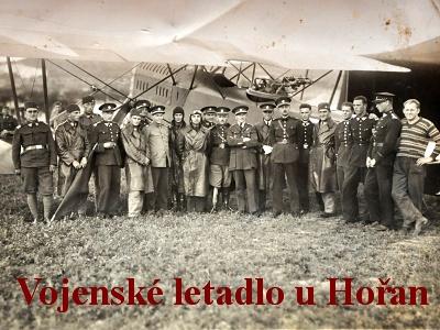 Ze starého alba: Vojenské letadlo u obce Hořany