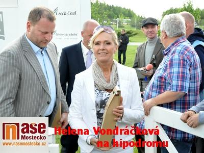 Zpěvačka Helena Vondráčková na hipodromu